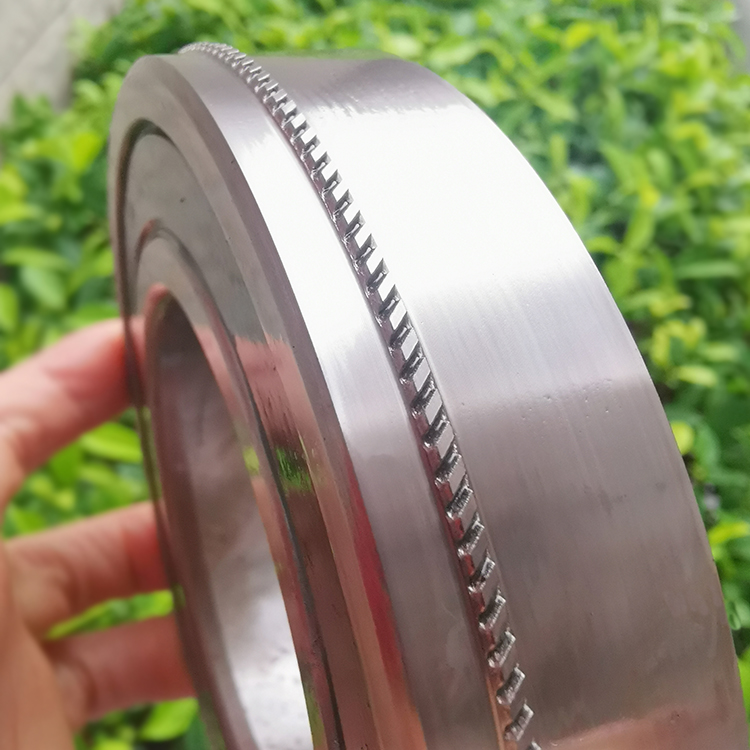 Straight cutting blanking wheel